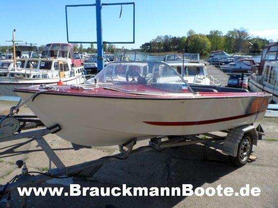 Motorboot mit Außenborder . - mit Außenborder .